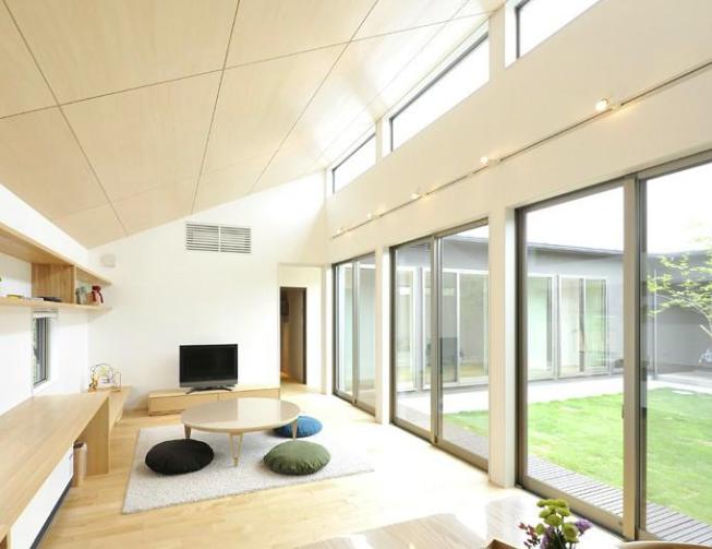【吹き抜け・勾配天井に窓】部屋を明るくする方法