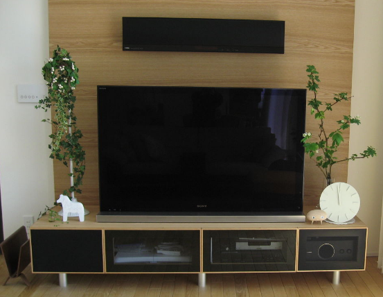 テレビ後ろのコンセント設置数