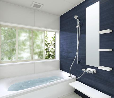 浴室 アクセントに青でリゾートチックに