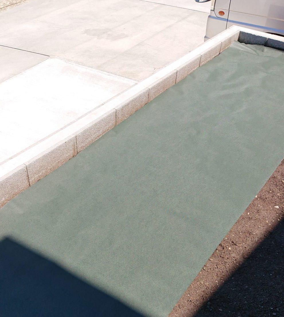 防草シート|人工芝をDIY施工ステップ2