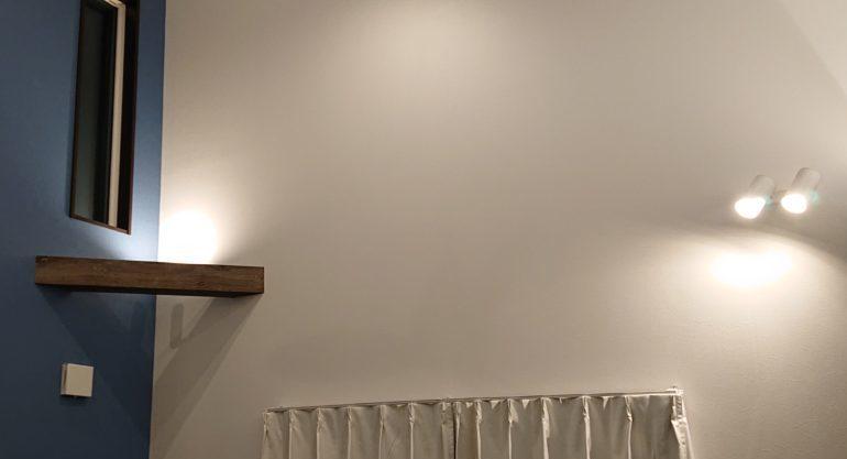 リビング 勾配天井 照明テクニック スポットライト 集光 拡散