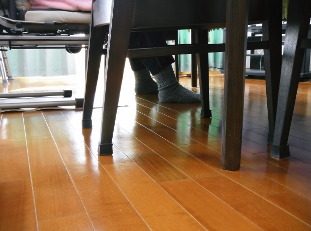 【床暖房の種類を比較】初期費用・ランニングコスト・適した床材